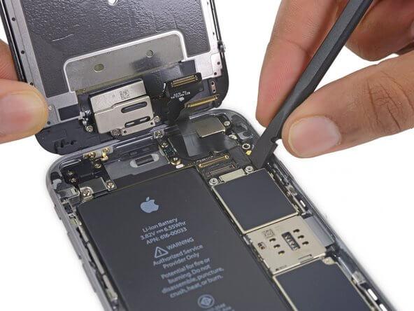 iphone akumulatora nomaiņa